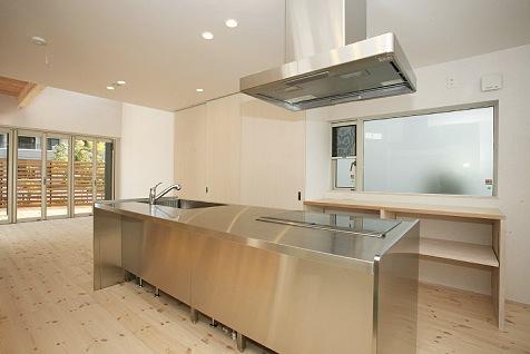 こんな空間で料理したい!あこがれのアイランドキッチン8選