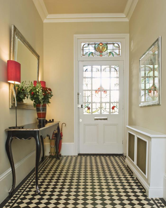Beautiful-Entryway-Design-with-Black-and-White-Floors-Mirror-Vase-and-Wall-Lamps