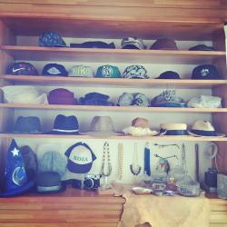 帽子はこうして収納せよ!8つのおしゃれな収納アイデア