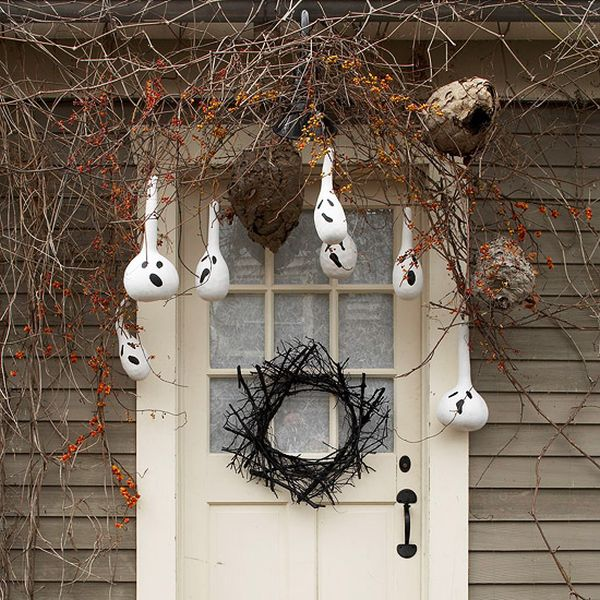 Creative-Halloween-porch-decoration-idea