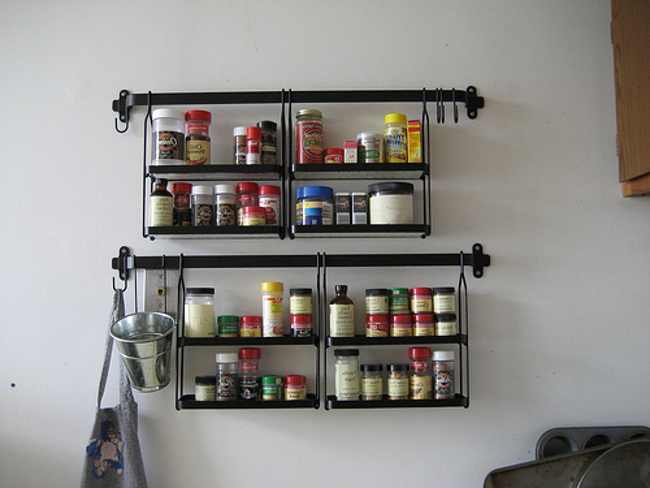 wall-hanging-spice-rack-wood