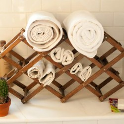 8_Original_Jen-Jafarzadeh-LItalien-Photog-CharlotteJenksLewis-bathroom-wine-rack-towel-holder_s4x3_lg